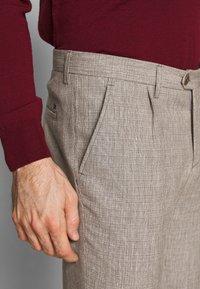 Bertoni - SHACK TROUSERS - Kalhoty - olive leaf - 5