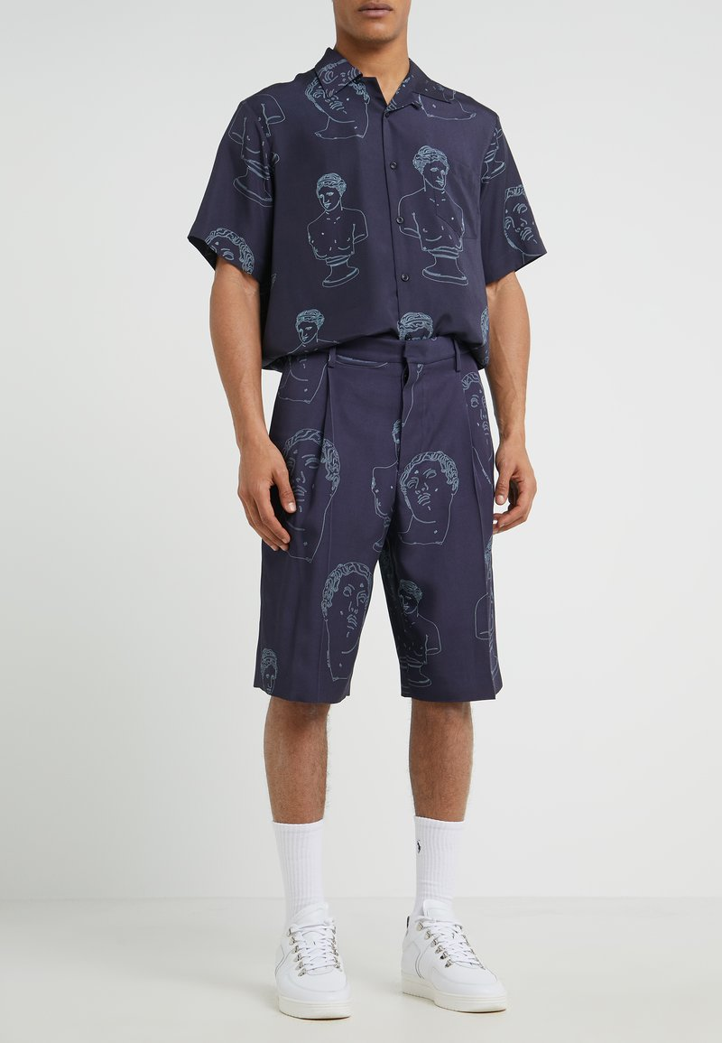 Band of Outsiders - SINGLE PLEAT - Shorts - navy