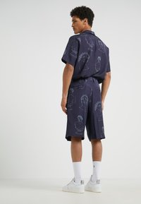 Band of Outsiders - SINGLE PLEAT - Shorts - navy - 2
