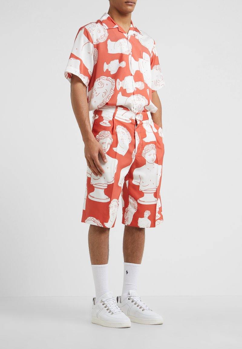 Band of Outsiders - SINGLE PLEAT - Shorts - poppy red