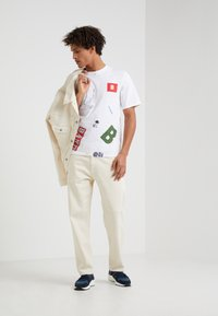 Band of Outsiders - ALL PATCH  - T-shirt imprimé - white - 1