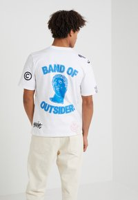 Band of Outsiders - ALL PATCH  - T-shirt imprimé - white - 2