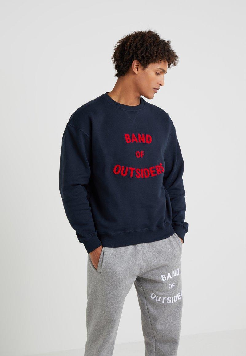 Band of Outsiders - BAND LOGO CREW NECK - Sweatshirt - navy
