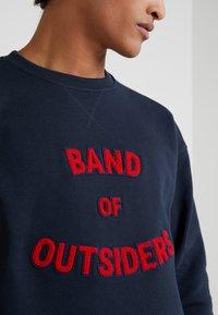 Band of Outsiders - BAND LOGO CREW NECK - Sweatshirt - navy - 4