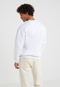 Band of Outsiders - EMBROIDERED CREW NECK  - Sweatshirts - white - 2