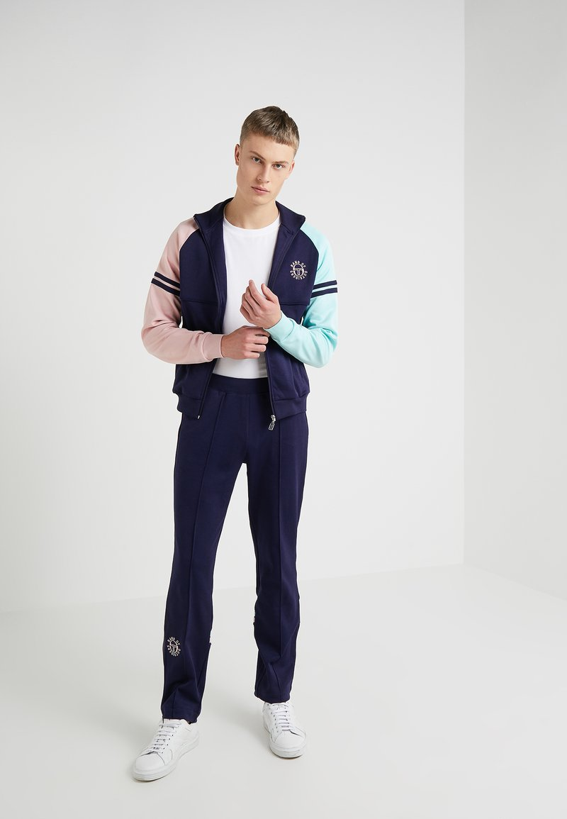 Band of Outsiders - SERGIO TACCHINI TRACKSUIT SET - Tracksuit - navy/blush/aqua