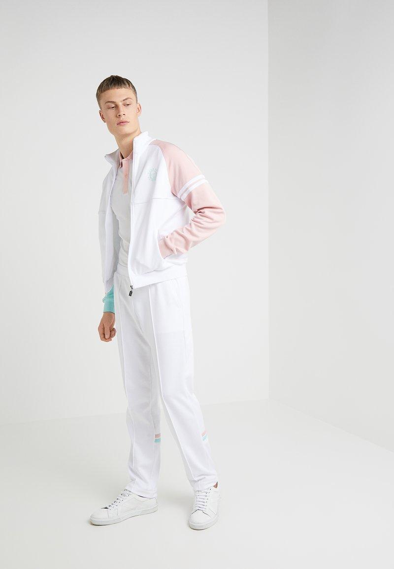 Band of Outsiders - SERGIO TACCHINI TRACKSUIT SET - Trainingsanzug - white/blush/aqua