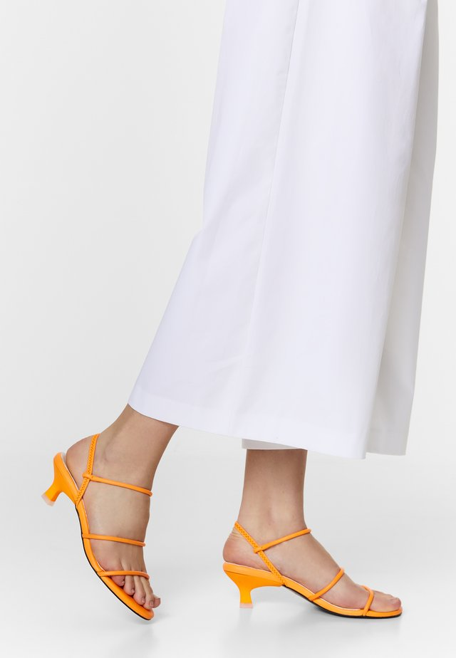 BIMBA Y LOLA ORANGE LEATHER STRAPS SANDAL - Sandalen - neon orange