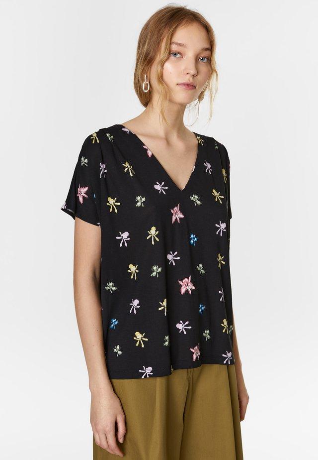 BIMBA Y LOLA BLACK ORCHID T-SHIRT - Print T-shirt - multicolor/orchid black
