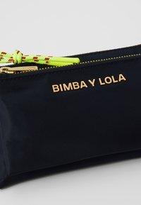 Bimba Y Lola - WITH ROPE - Portemonnee - navy - 5