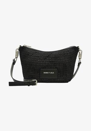 BIMBA Y LOLA M BLACK PLAITED BANANA BAG - Across body bag - black