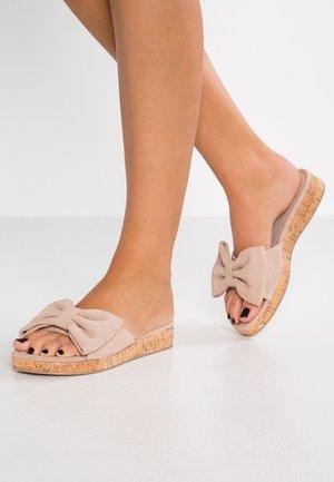 Pantofle - taupe