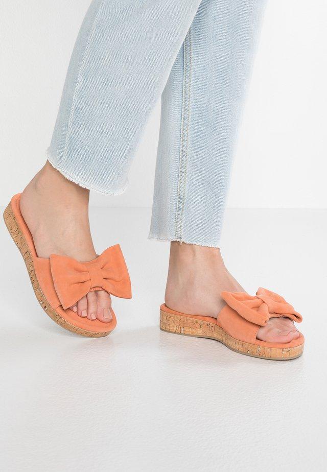 Pantofle - papaya