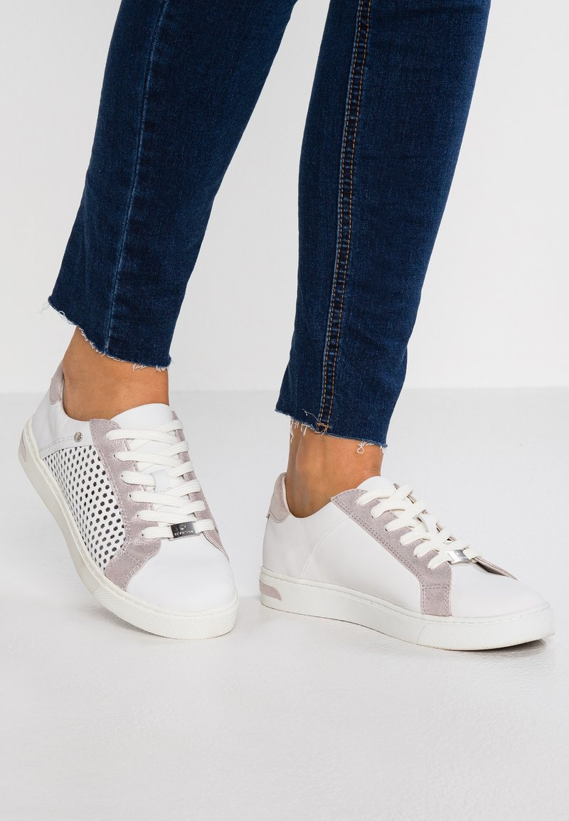Be Natural - Trainers - white