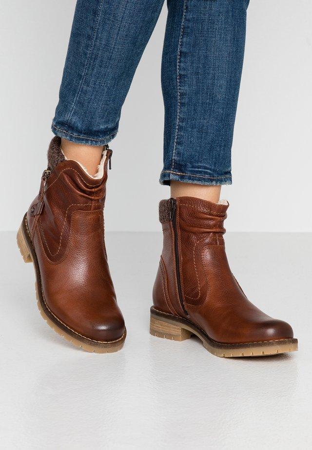 BOOTS - Støvletter - cognac