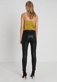 Bardot - TAILORED PANT - Legíny - black - 2