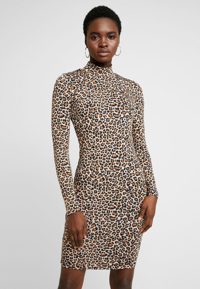 LEOPARD HIGH NECK DRESS - Etuikjoler - leopard
