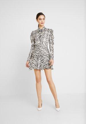 DRESS - Robe de soirée - off-white/black