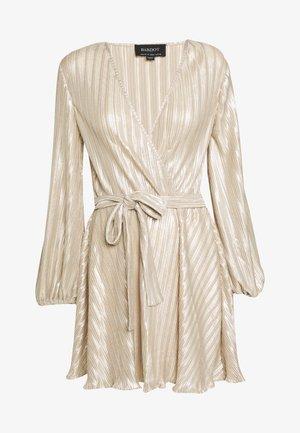 BELLISSA PLEAT DRESS - Vestito elegante - champagne
