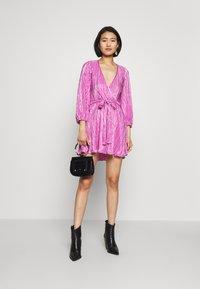 Bardot - BELLISSA PLEAT DRESS - Cocktailjurk - pink shine - 1