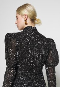Bardot - CONSTELLATION DRESS - Pouzdrové šaty - black/white - 4