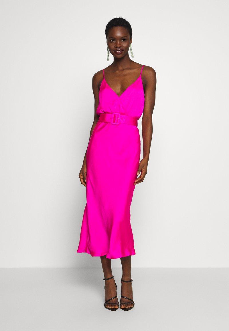 Bardot - REAGAN MIDI DRESS - Vapaa-ajan mekko - shock pink