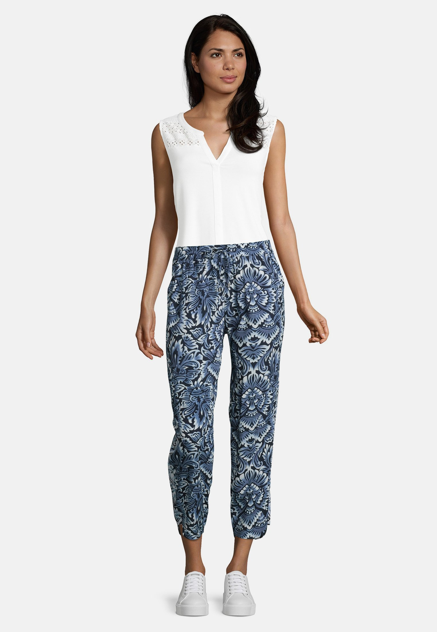 Betty & Co Mit Print - Stoffhose Classic Blue/white Black Friday