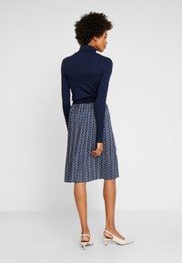 Betty & Co - ROCK - Veckad kjol - blue/nature - 2