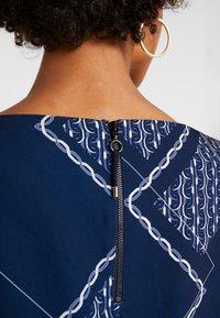 Betty & Co - Denní šaty - blue/nature - 5