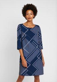 Betty & Co - Denní šaty - blue/nature - 0