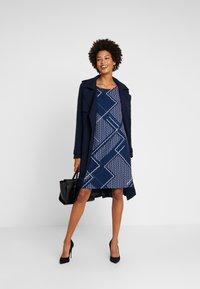 Betty & Co - Denní šaty - blue/nature - 2