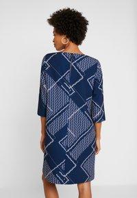 Betty & Co - Denní šaty - blue/nature - 3