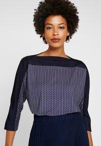 Betty & Co - MASSTAB - Long sleeved top - blue/nature - 0