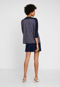 Betty & Co - MASSTAB - Long sleeved top - blue/nature - 2