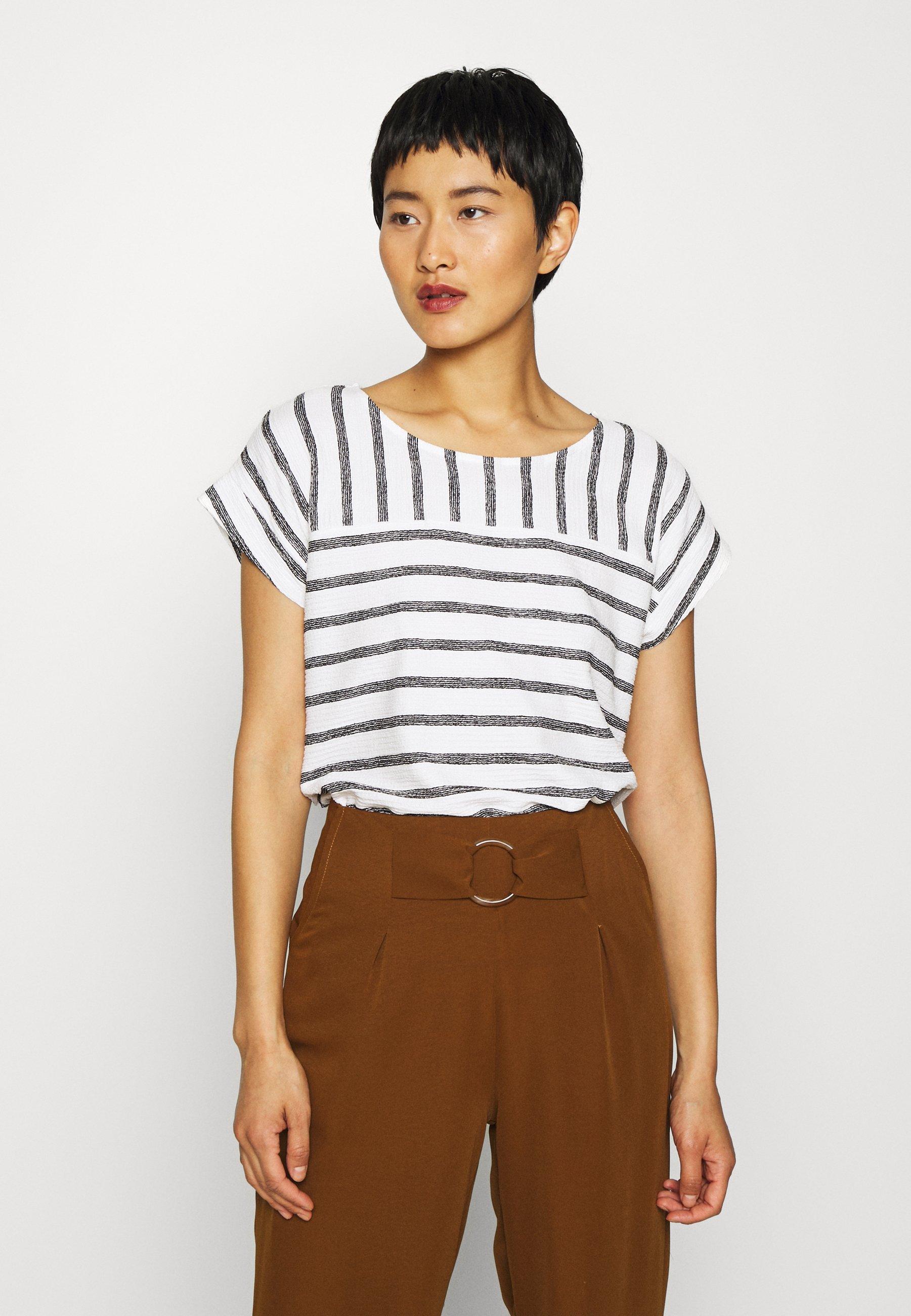 Betty & Co MASSTAB - T-shirts med print - cream/black
