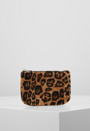 LEOS LURA PURSE - Wallet - friar brown