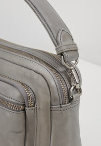 Becksöndergaard - MOLLY BAG - Kabelka - grey - 6