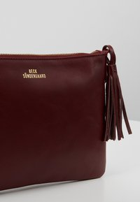 Becksöndergaard - LYMBO - Across body bag - burgundy cream - 6