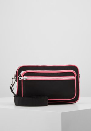 MOLLY BAG - Across body bag - black
