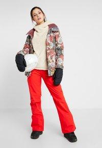 Burton - SOCIETY - Zimní kalhoty - flame scarlet - 1