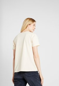 Burton - WOMENS CLASSIC RETRO SHORT SLEEVE - T-shirts med print - creme brulee - 2