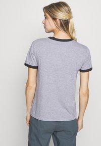Burton - WOMENS TIMKEY SHORT SLEEVE - T-shirts med print - gray heather - 2