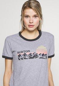Burton - WOMENS TIMKEY SHORT SLEEVE - T-shirts med print - gray heather - 4