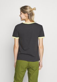 Burton - WOMENS TIMKEY SHORT SLEEVE - Print T-shirt - phantom - 2