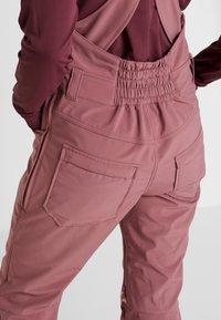 Burton - AVALON BIB - Zimní kalhoty - rose brown - 5