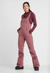 Burton - AVALON BIB - Zimní kalhoty - rose brown - 0