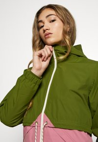 Burton - WOMEN'S NARRAWAY JACKET - Impermeable - pesto green/rosebud - 3