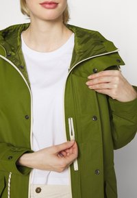Burton - WOMENS SADIE JACKET - Outdoor jacket - pesto green - 6