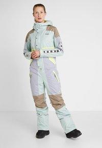 Burton - LOYLE ONE PIECE - Spodnie narciarskie - lilac - 0
