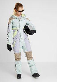 Burton - LOYLE ONE PIECE - Spodnie narciarskie - lilac - 1
